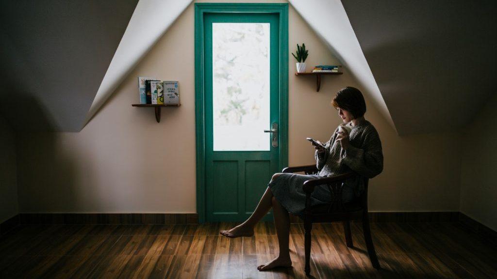 Интроверт предпочитает проводить время в одиночестве