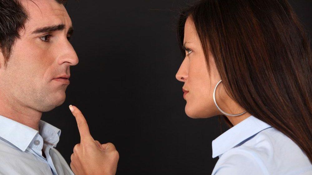 Не стоит требовать от своего любимого мужчины, ведь он не ваш подчиненный