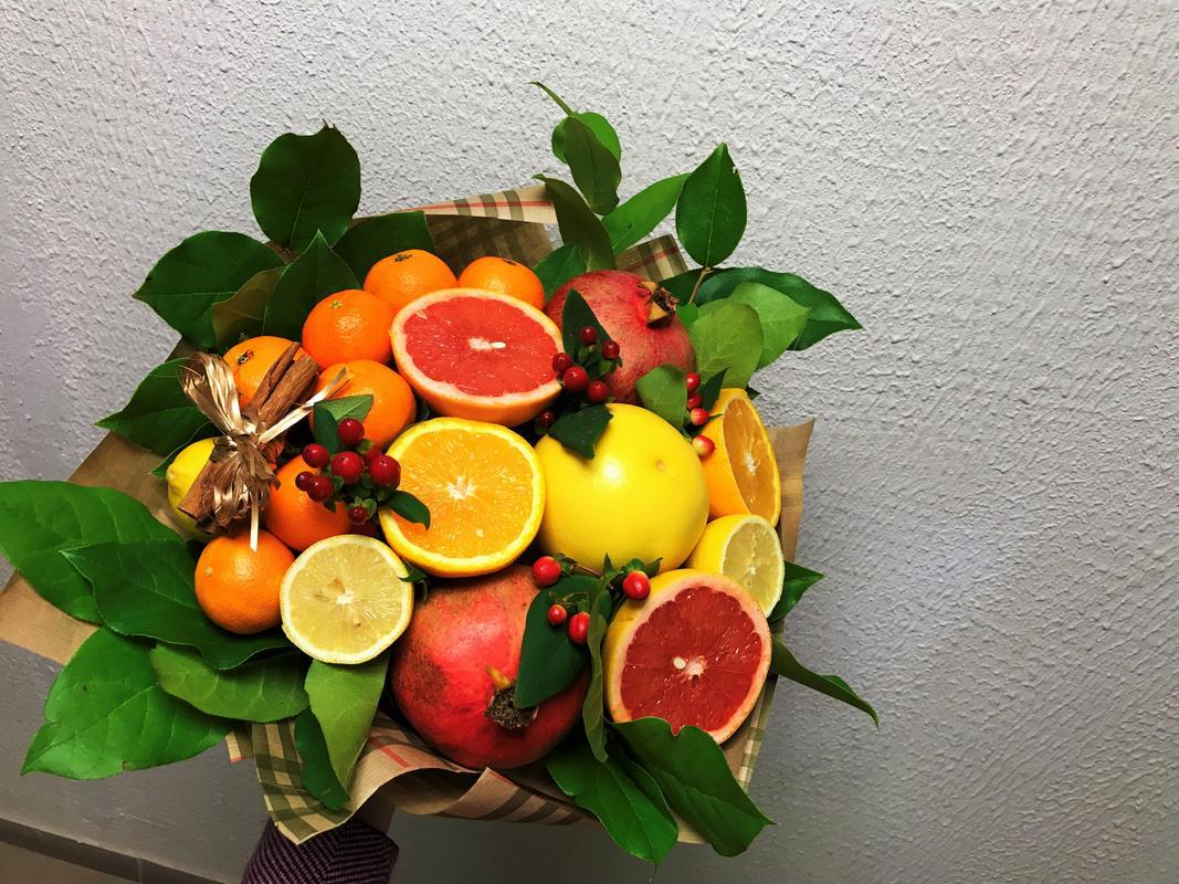 Букеты из 11 цветов и фруктов мастер класс