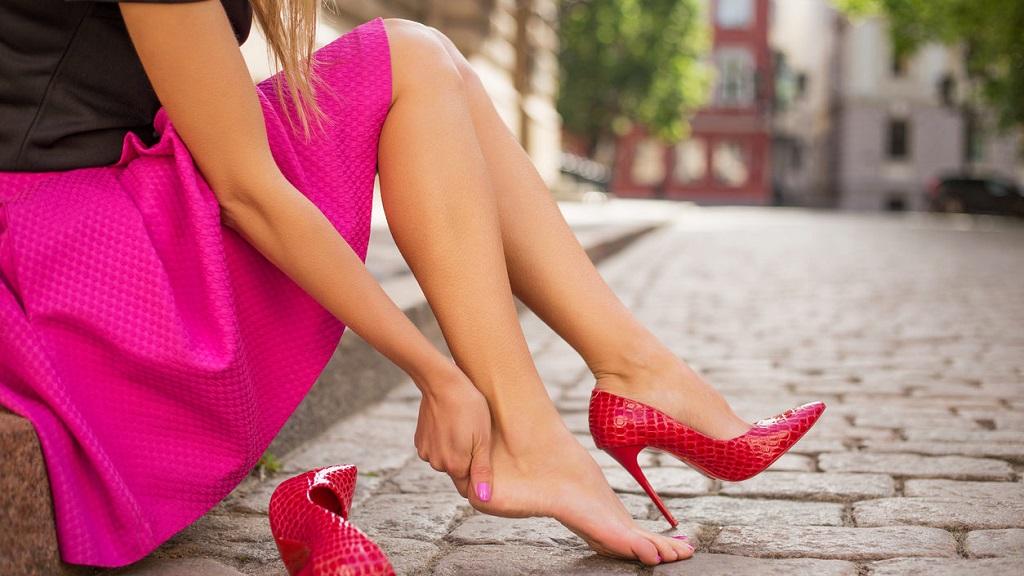 Почему могут болеть ступни ног?
